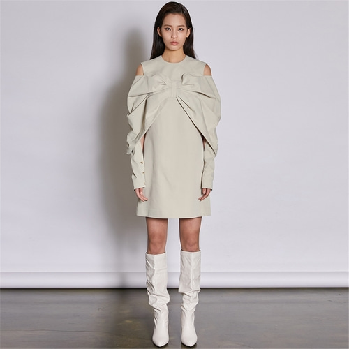 [쿠만] Light beige bow drape off shoulder mini dress