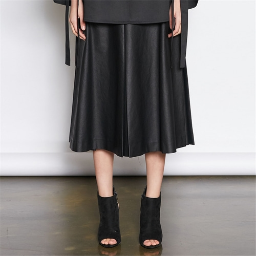[쿠만] Black coated box pleats A line skirt
