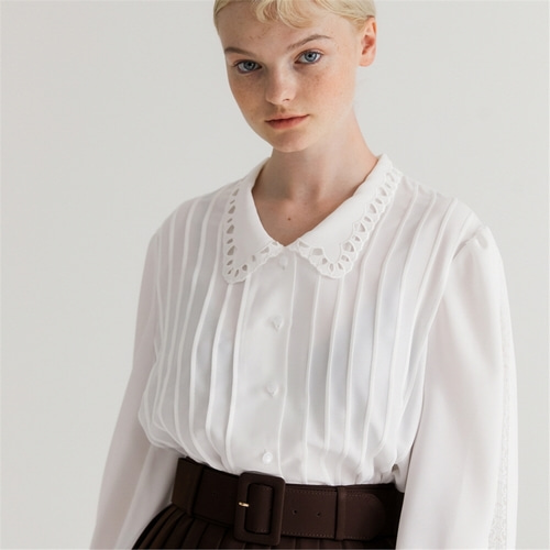 [나루강] Embroidered Collar Blouse_WH